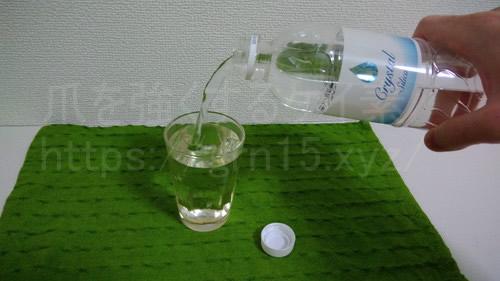 クリスタルシリカのシリカ水をさらに注ぐ